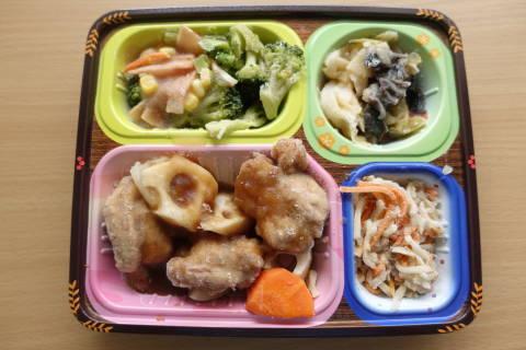 鶏唐揚げと野菜の黒酢あんかけ