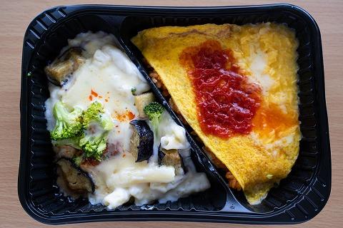 オムライスと野菜のミートグラタン