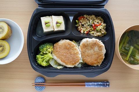 鶏肉と軟骨入り豆腐ハンバーグ・おろしポン酢